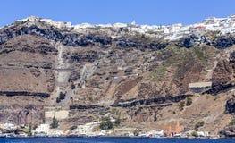 爱琴海小船fira老santorini海运视图火山 免版税库存照片