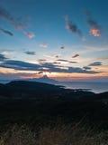 爱琴海希腊海岸日出的在圣洁山Athos附近 库存照片