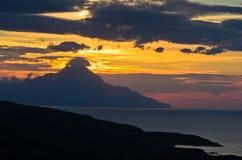 爱琴海希腊海岸日出的在圣洁山Athos附近 图库摄影