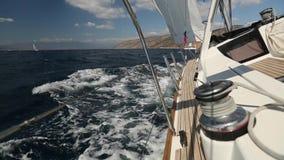 爱琴海,夹子固定的希腊- :水手参加在希腊海岛群中的航行赛船会 股票视频