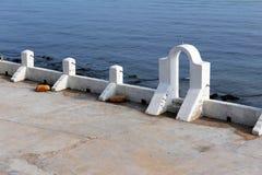 爱琴海建筑风格(被成拱形的门) 库存图片