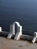 爱琴海建筑风格(被成拱形的门) 免版税库存照片