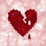爱-红色心脏的标志由花瓦伦蒂制成2月14日, 免版税库存照片