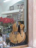 爵士乐吉他在沃尔泰拉 库存照片