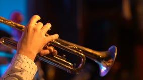 爵士乐喇叭演奏员 股票视频