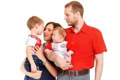 父亲、母亲和两个儿子 免版税库存照片