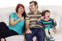 父亲、母亲和儿子坐沙发 库存图片