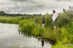 父亲和一点儿子渔 免版税图库摄影