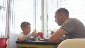 父亲和儿子咖啡馆的 影视素材