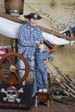 父亲和儿子海盗 图库摄影
