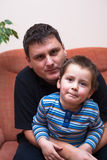 父亲和儿子纵向 图库摄影
