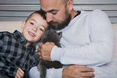 父亲和儿子纵向 免版税图库摄影