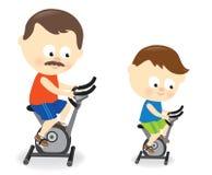 父亲和儿子骑马锻炼脚踏车 免版税库存图片