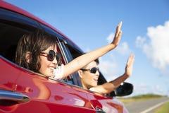 父亲和女儿享受旅行 免版税图库摄影