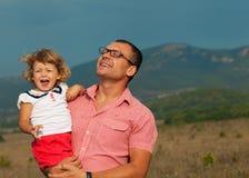 父亲和女儿使用 免版税图库摄影