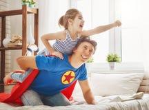 父亲和女儿戏剧 免版税库存图片
