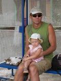 父亲和女儿旅行 库存照片