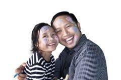 父亲和女儿有被绘的面孔的 库存图片