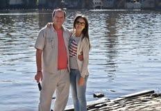 父亲和女儿步行的 免版税图库摄影