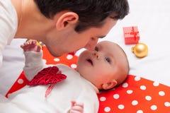 父亲和小婴孩 库存照片