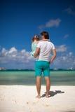 父亲和他的小女儿海滩的 库存图片