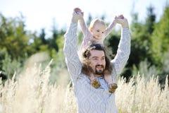 父亲女孩他的小孩年轻人 免版税库存照片