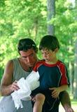父亲帮助的儿子 免版税库存照片