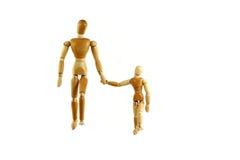 父亲木人体模型的儿子 免版税库存照片