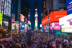 父亲达菲广场时常摆正纽约 库存照片