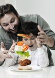 爸爸和儿子减速火箭的照片  免版税图库摄影