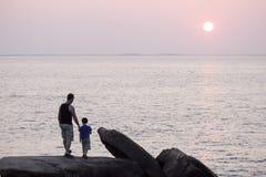 爸爸和儿子 免版税库存图片