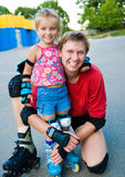 爸爸女儿他的冰鞋 库存照片