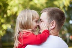 爸爸引导的女儿鼻子 图库摄影