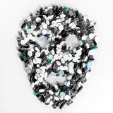 片剂、药片和胶囊,塑造一块蠕动的头骨 库存照片