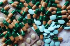 片剂和医学在胶囊! 免版税图库摄影
