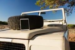 片剂和备用轮胎在车敞篷 免版税库存图片
