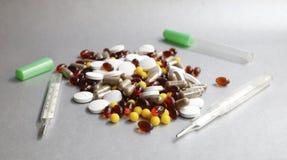 片剂和胶囊作为一种疾病的治疗在宏指令p 库存图片