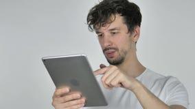 片剂的年轻偶然人浏览互联网 股票视频