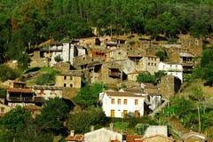 片岩小典型的山村  免版税库存照片