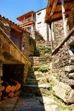 片岩小的典型的山村  免版税库存照片