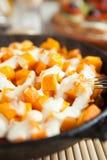 片式南瓜和奶油在烤箱烹调了 库存照片