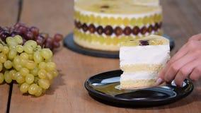 片断自创奶油甜点蛋糕用葡萄 影视素材