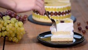 片断自创奶油甜点蛋糕用葡萄 股票录像