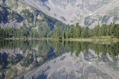 片段湖山 库存图片