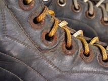 片段老曲棍球冰鞋 库存照片