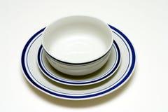 牌照、茶碟和碗 免版税库存图片