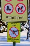 牌禁飞区 禁止寄生虫的飞行标志 图库摄影