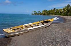 牙买加。 在海湾的海岸的小船 库存照片
