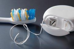牙刷和牙线 免版税库存照片