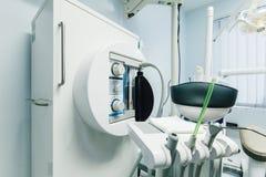 牙医的仪器,内阁,陈设品 库存图片